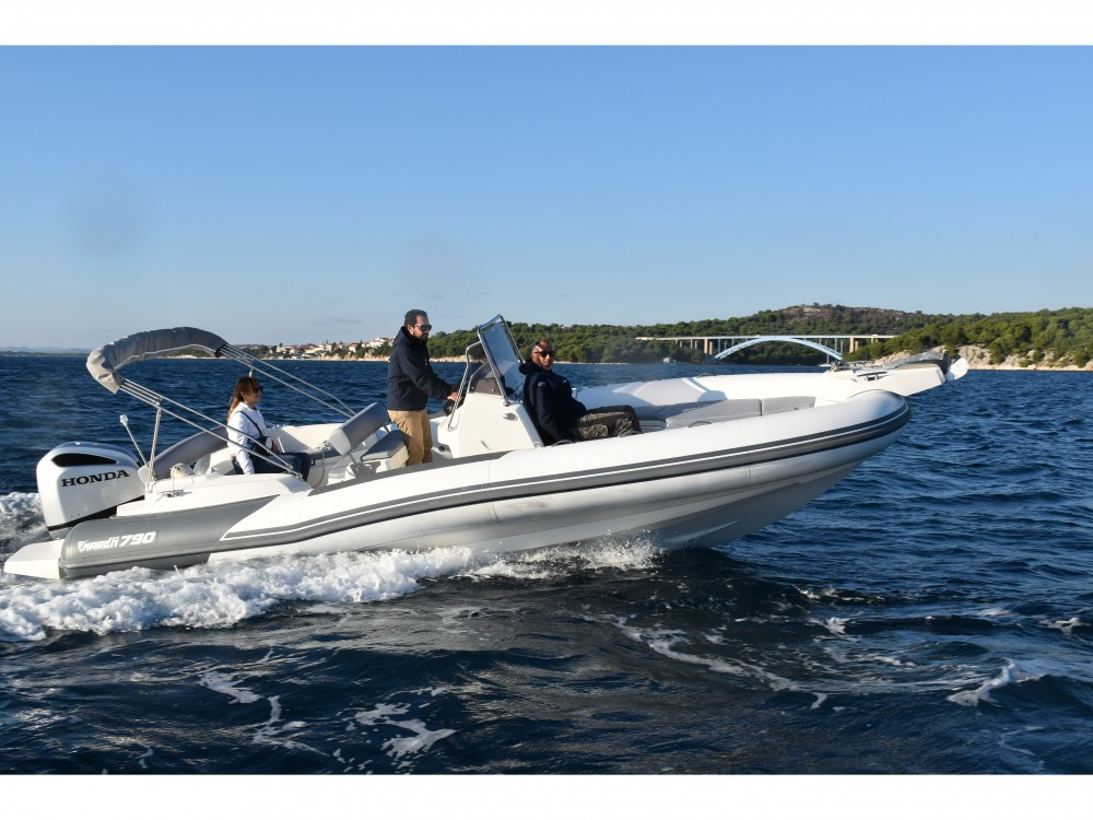 Motorboot te huur in Trogir voor de beste prijs