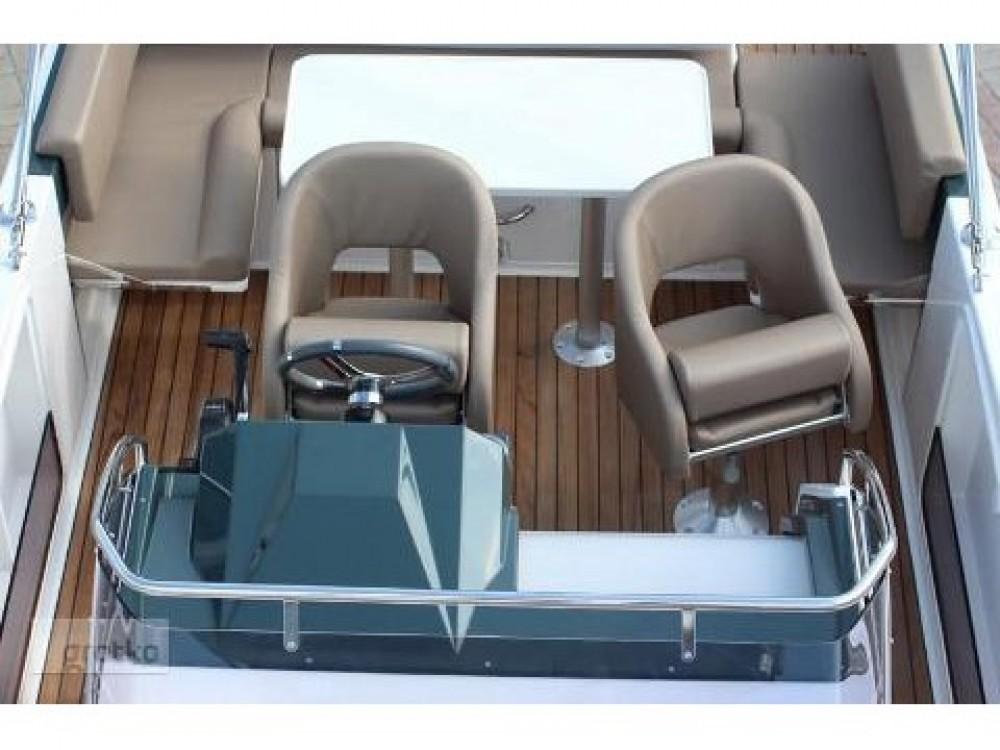 Huur Motorboot met of zonder schipper  in Traù