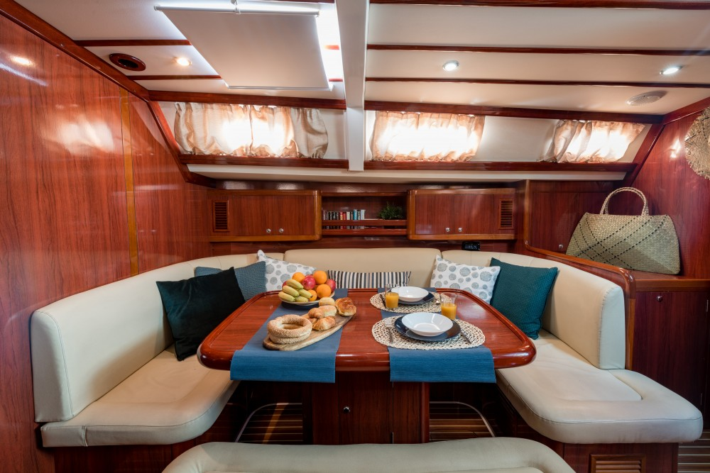 Ocean Ocean Star 56.1 te huur van particulier of professional in Marina de Alimos