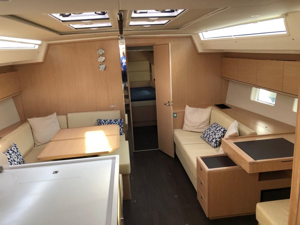 Bootverhuur Marina de Alimos goedkoop Bavaria C50 Style