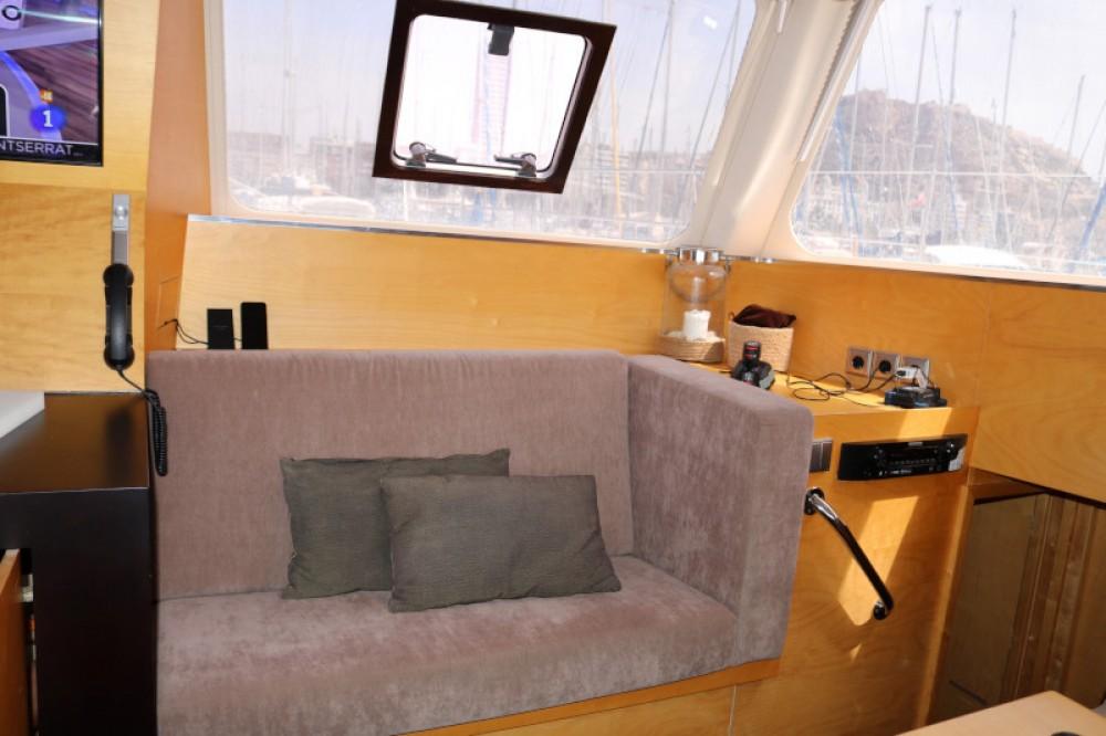 Verhuur Catamaran Sunreef met vaarbewijs