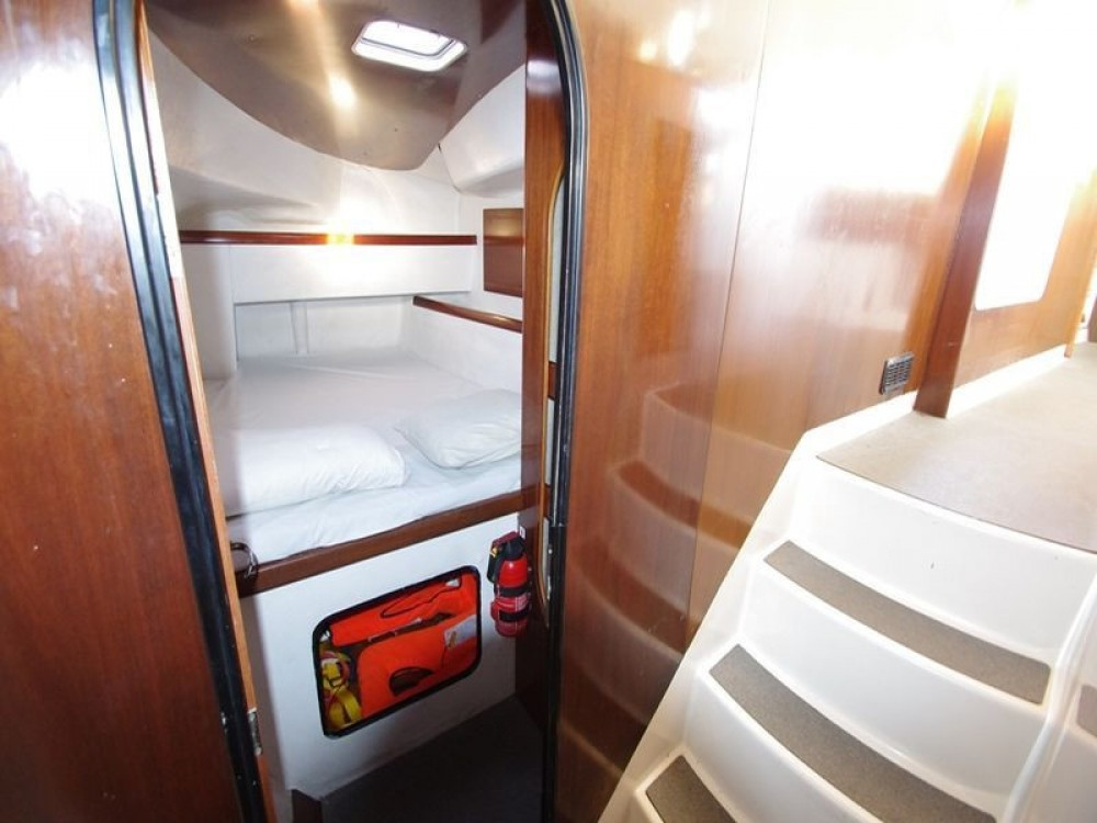 Jachthuur in  - Fountaine Pajot Athena 38 via SamBoat