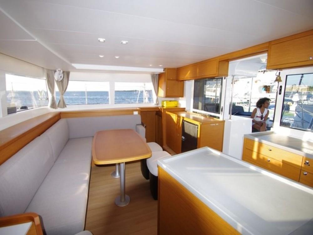 Bootverhuur  goedkoop Lagoon 450 Flybridge