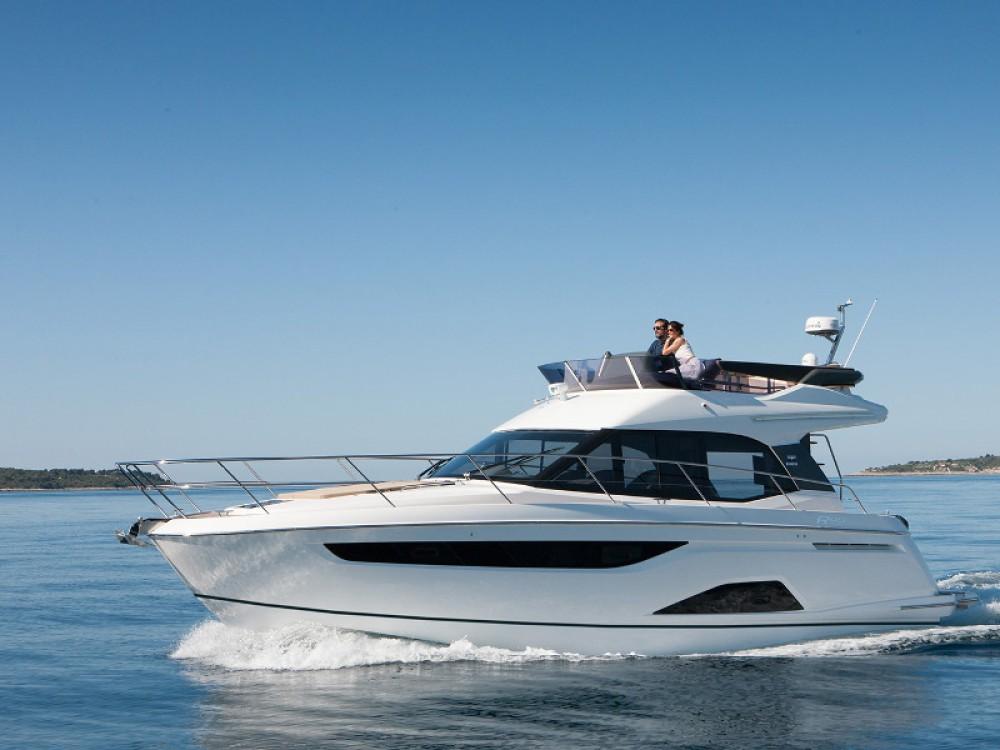 Huur Motorboot met of zonder schipper Bavaria in Marina Naviera Balear