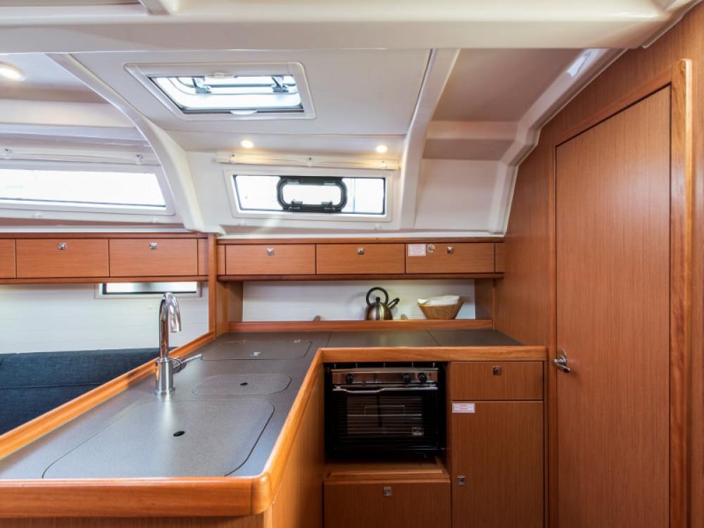 Bootverhuur Álimos goedkoop Bavaria 37 Cruiser