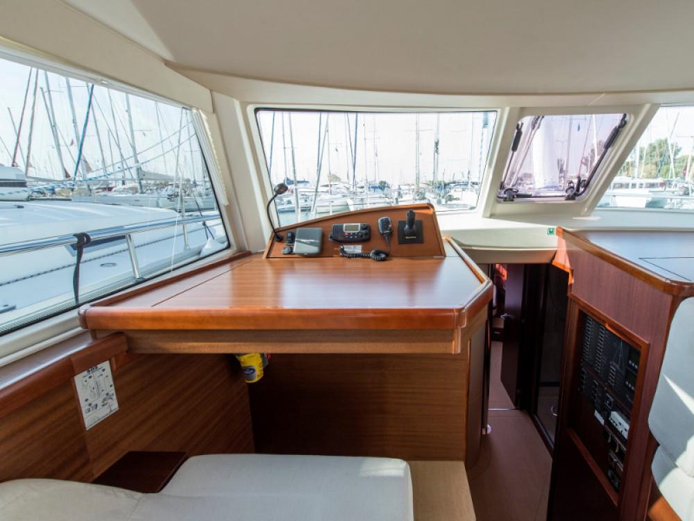 Verhuur Zeilboot in Álimos - Moody Moody DS 45