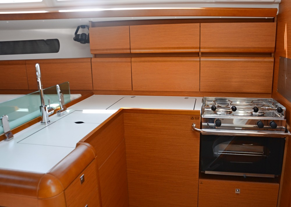 Bootverhuur Jeanneau Sun Odyssey 449 in Nettuno via SamBoat