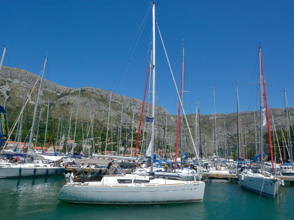 Verhuur Zeilboot in Komolac - Jeanneau Sun Odyssey 33i