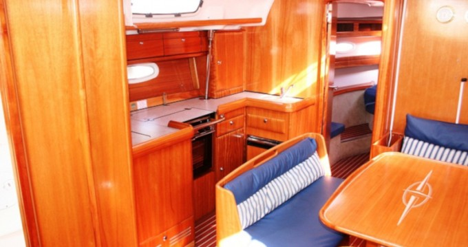 Bootverhuur Bavaria Bavaria 42 Cruiser in Trogir via SamBoat