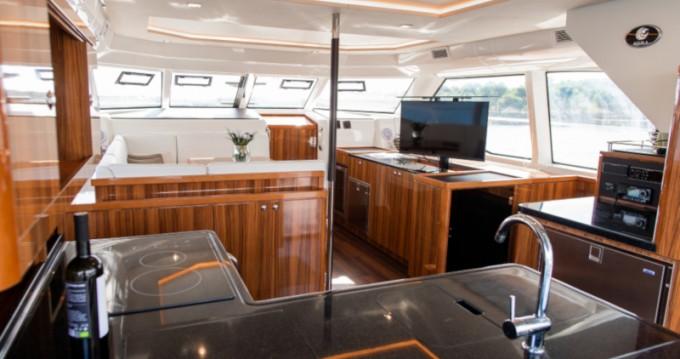 Huur een  Aquila 44 Power catamaran in Šibenik