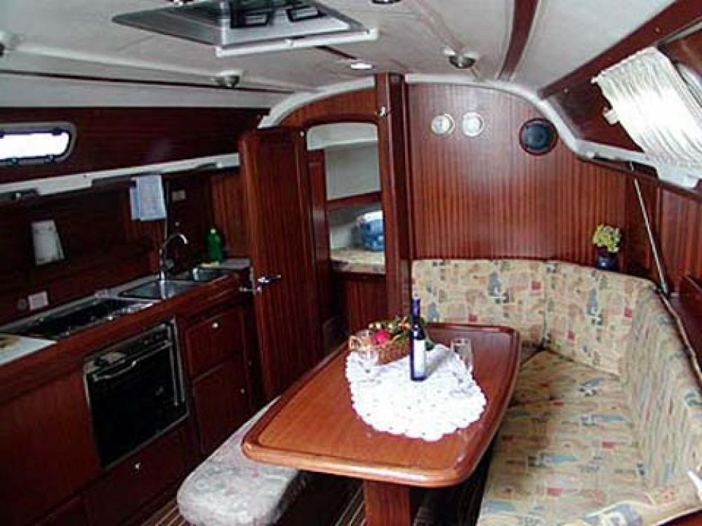 Bootverhuur Bavaria Bavaria 36 in Marina de Alimos via SamBoat