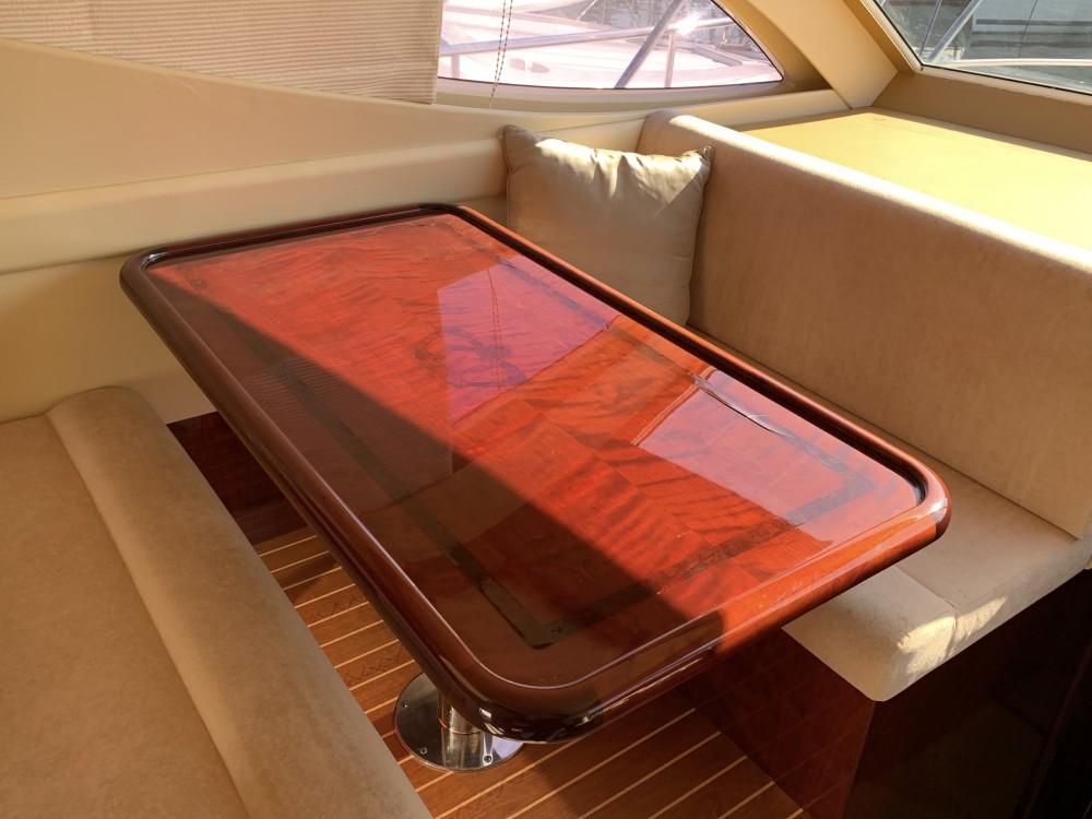 Verhuur Motorboot in Marina de Alimos - Gulf Craft Majesty 50 Fly