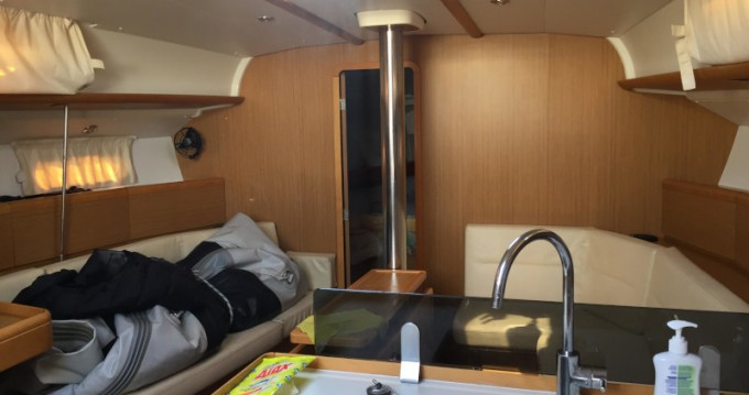 Jeanneau Sun Odyssey 42i te huur van particulier of professional in Athene