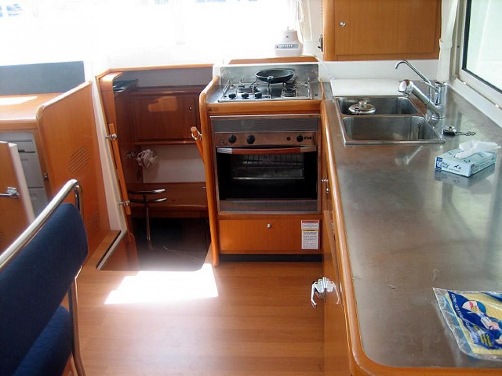 Bootverhuur Leucade goedkoop Lagoon 440