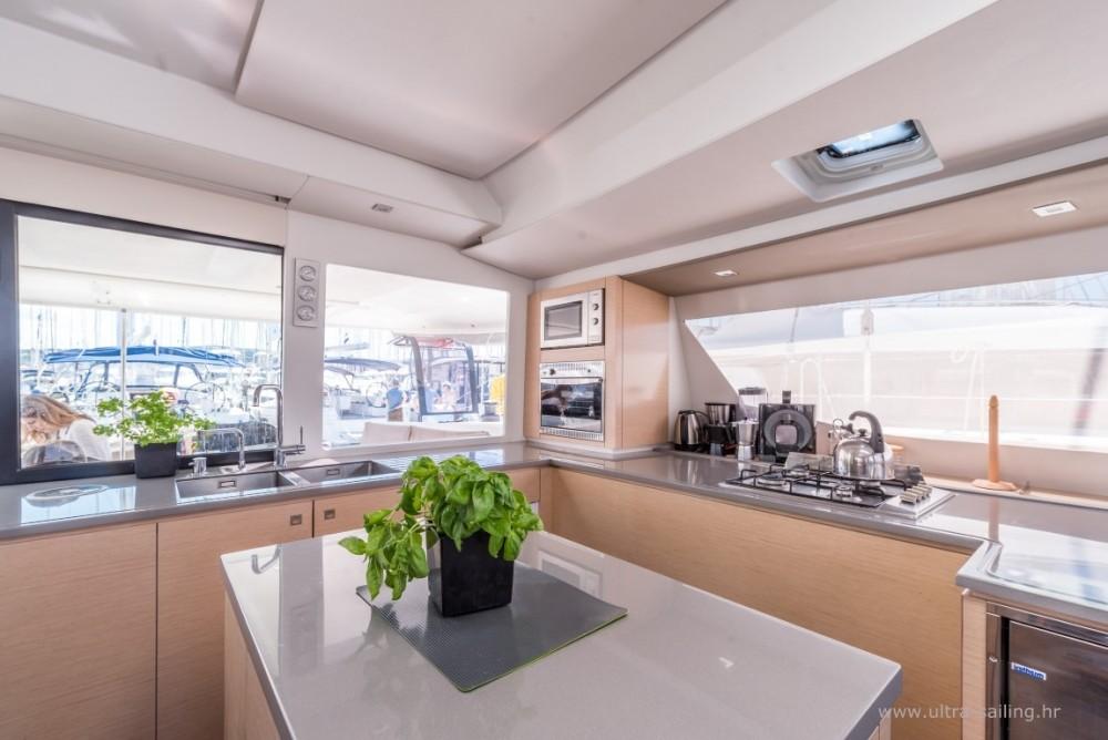 Huur Catamaran met of zonder schipper Fountaine Pajot in Seget Donji