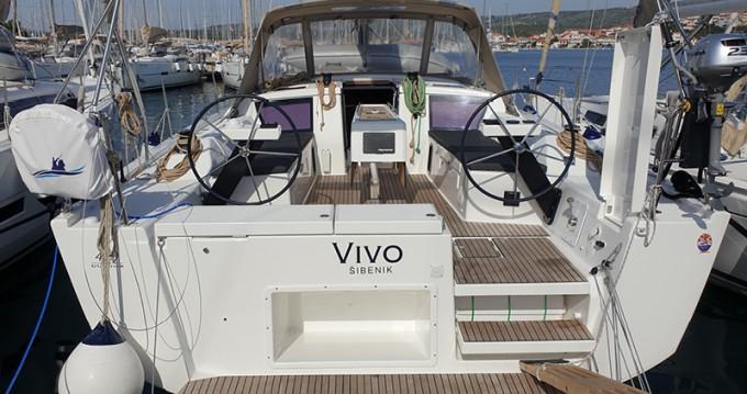 Verhuur Zeilboot in Rogoznica - Dufour Dufour 430 Grand Large