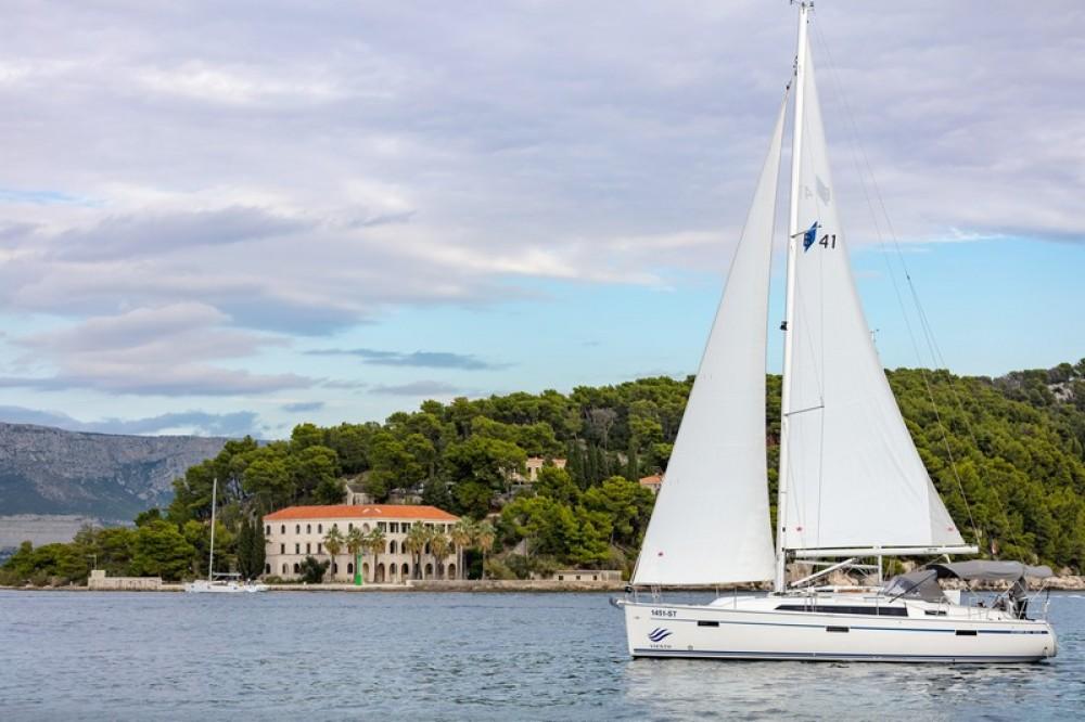 Bootverhuur ACI Marina Split goedkoop Bavaria Cruiser 41