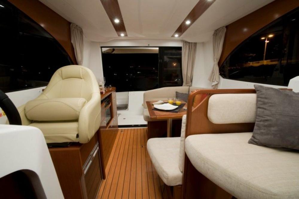 Bootverhuur ACI Marina Split goedkoop Beneteau Antares 30 Fly