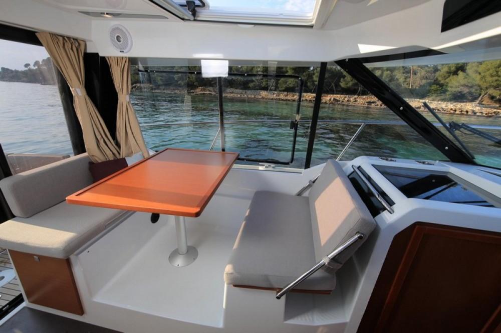 Huur Motorboot met of zonder schipper Jeanneau in ACI Marina Split