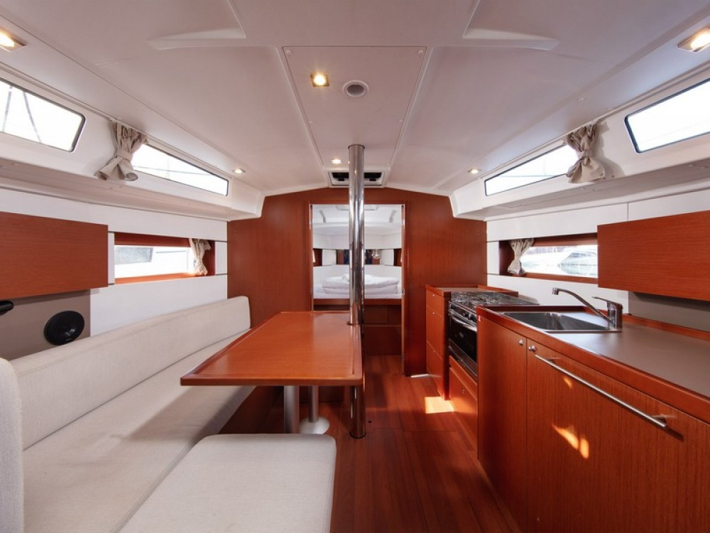 Bénéteau Beneteau Oceanis 38.1 te huur van particulier of professional in ACI Marina Split