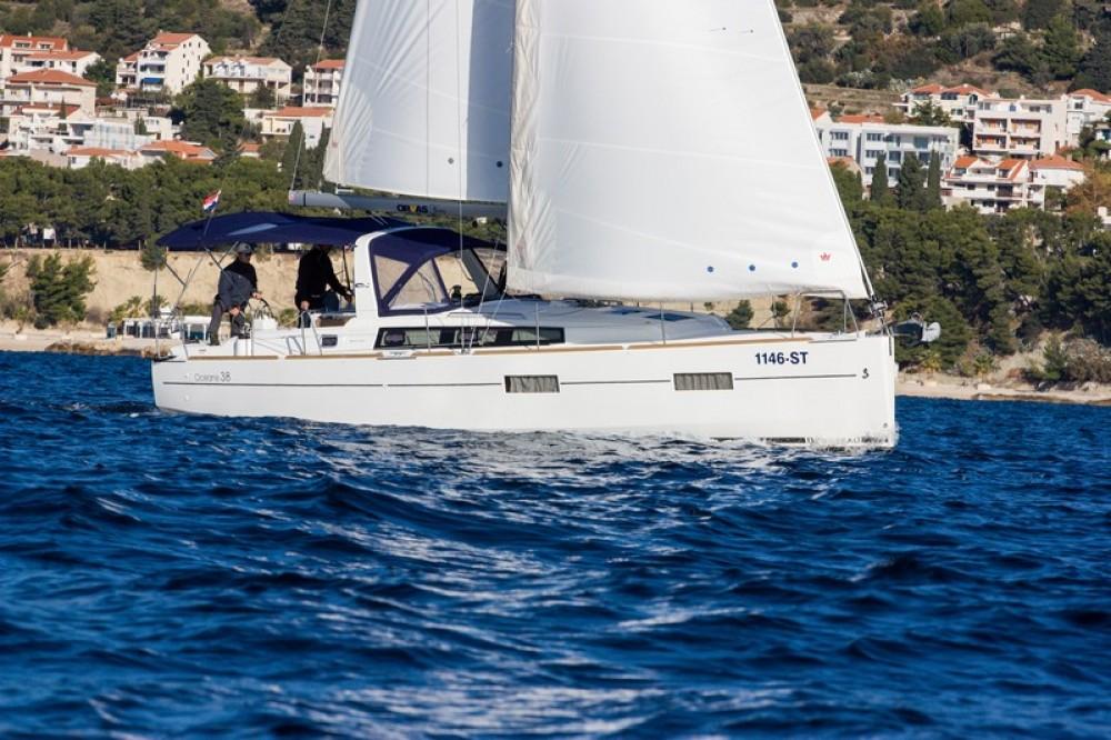 Bootverhuur Bénéteau Beneteau Oceanis 38 in Split via SamBoat