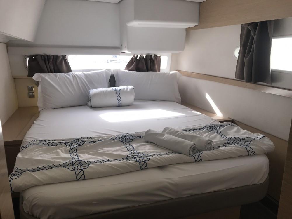 Verhuur Catamaran in  - Fountaine Pajot Helia 44