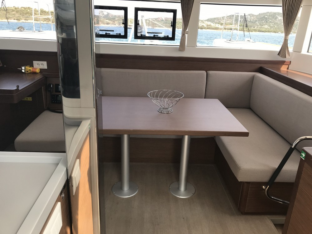 Lagoon Lagoon 40 (4 cabs) te huur van particulier of professional in Olbia