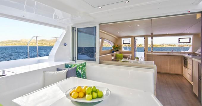 Verhuur Catamaran in Piraeus - Leopard Sunsail 404