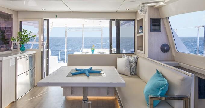 Verhuur Catamaran in Marina - Leopard Moorings 434 PC