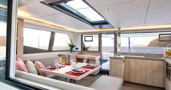 Huur Catamaran met of zonder schipper Leopard in Marina