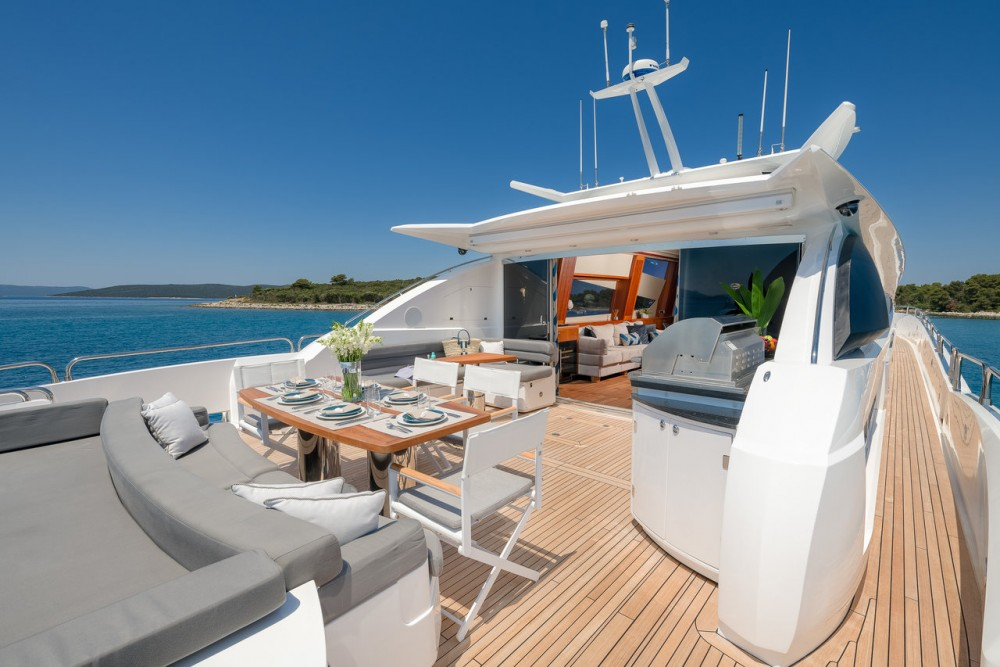 Jachthuur in Zadar - Sunseeker Sunseeker Predator 108 via SamBoat
