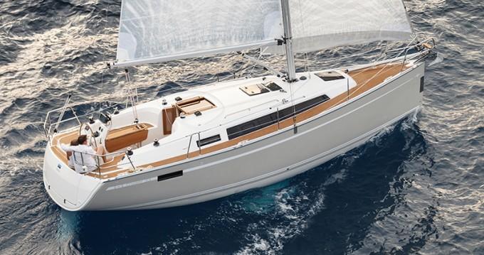 Verhuur Zeilboot in Jezera - Bavaria Cruiser 33