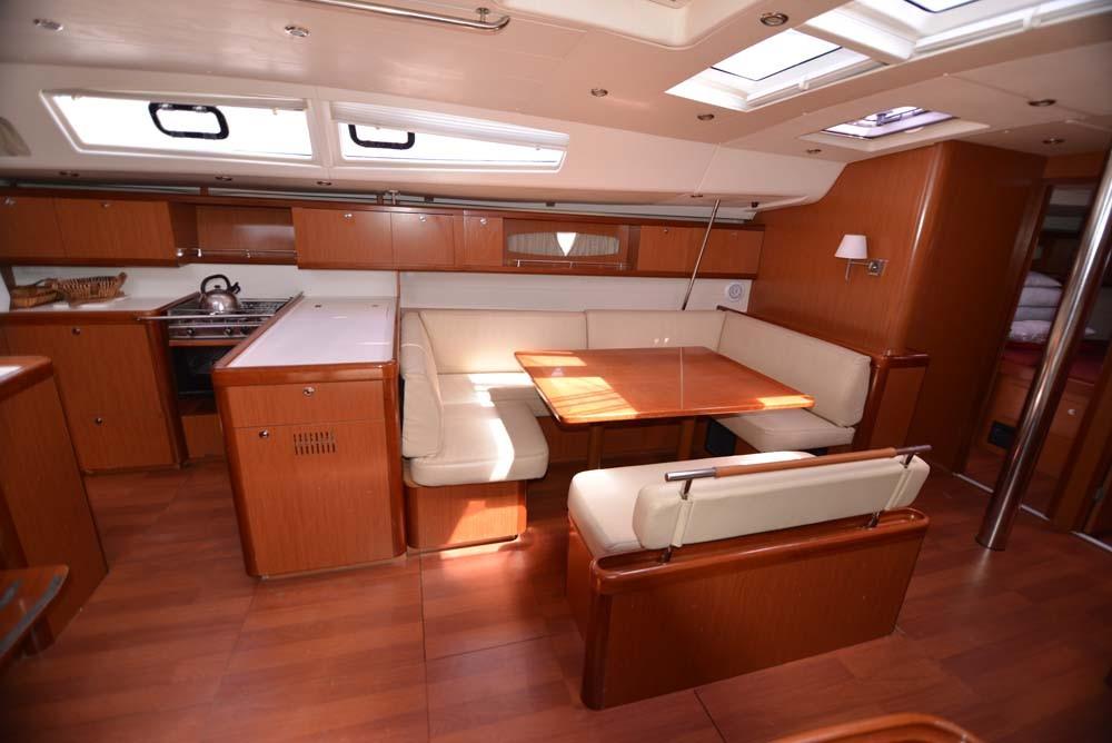 Bootverhuur Attica goedkoop Oceanis 54 - 4 + 1 cab.