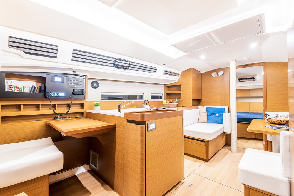 Verhuur Zeilboot in Attica - Jeanneau Sun Odyssey 410 - 3 cab.