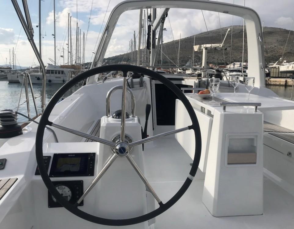 Bootverhuur Bénéteau Oceanis 38.1 in Seget Donji via SamBoat