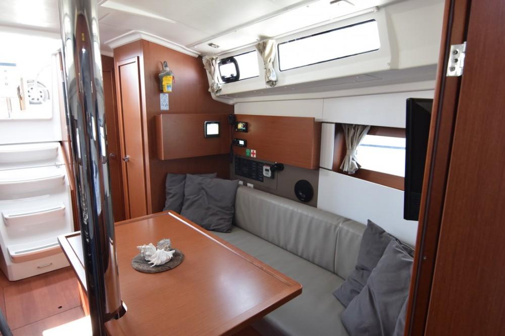 Bootverhuur Bénéteau Oceanis 38.1 in Peloponnese via SamBoat
