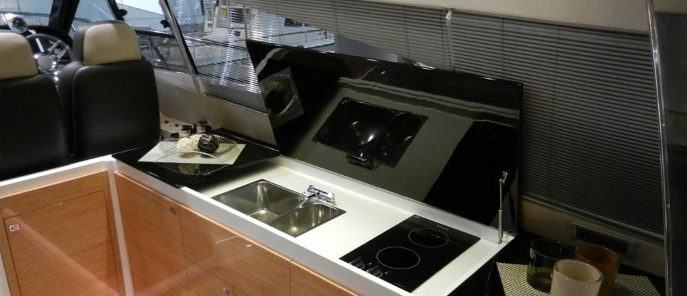 Elan Elan Power E48 Hard Top te huur van particulier of professional in Pirovac