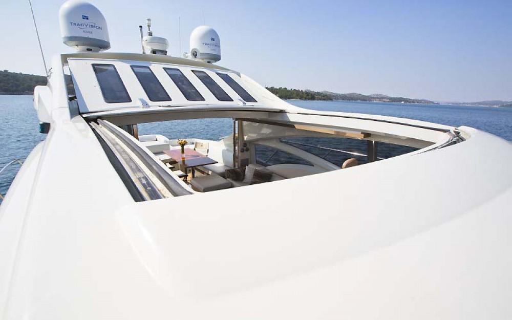 Bootverhuur Azimut-Benetti-Yachts Azimut 68 - 3 + 1 cab. in Split via SamBoat