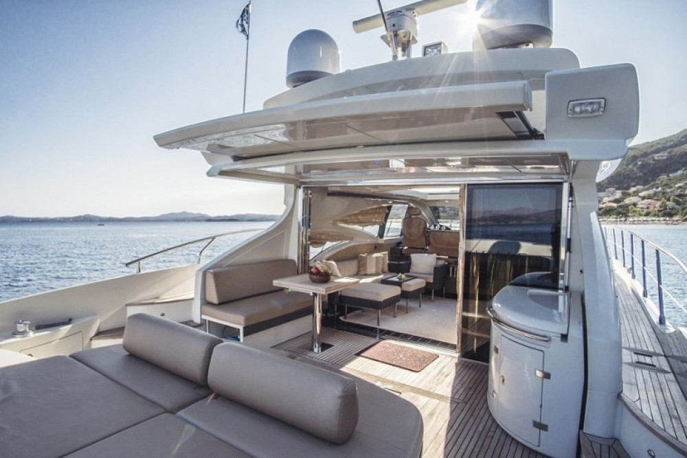 Huur een Azimut-Benetti-Yachts Azimut 68 - 3 + 1 cab. in Split