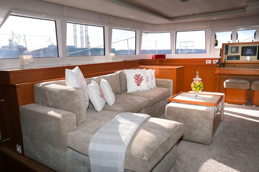 Catamaran te huur in Pula voor de beste prijs