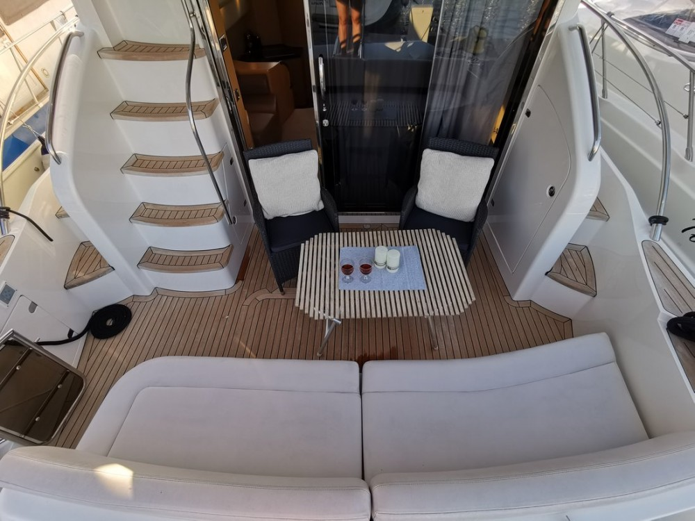 Verhuur Motorboot in Podstrana - Princess-Yachts Princess 42 Fly
