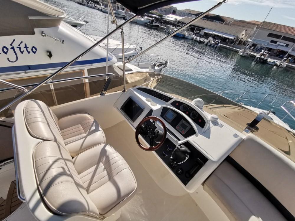 Bootverhuur Princess-Yachts Princess 42 Fly in Podstrana via SamBoat