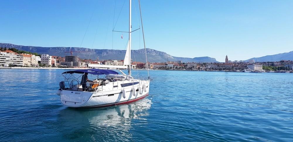 Huur een Bavaria Bavaria Cruiser 37 - 3 cab. in Split
