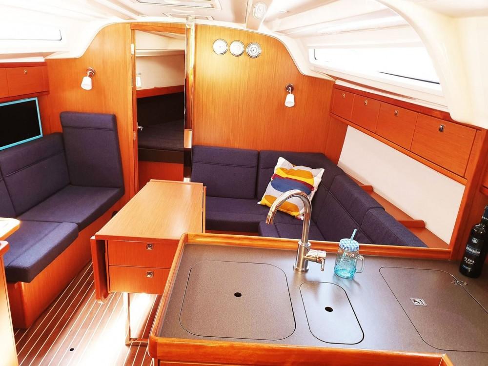 Jachthuur in Split - Bavaria Bavaria Cruiser 37 - 3 cab. via SamBoat