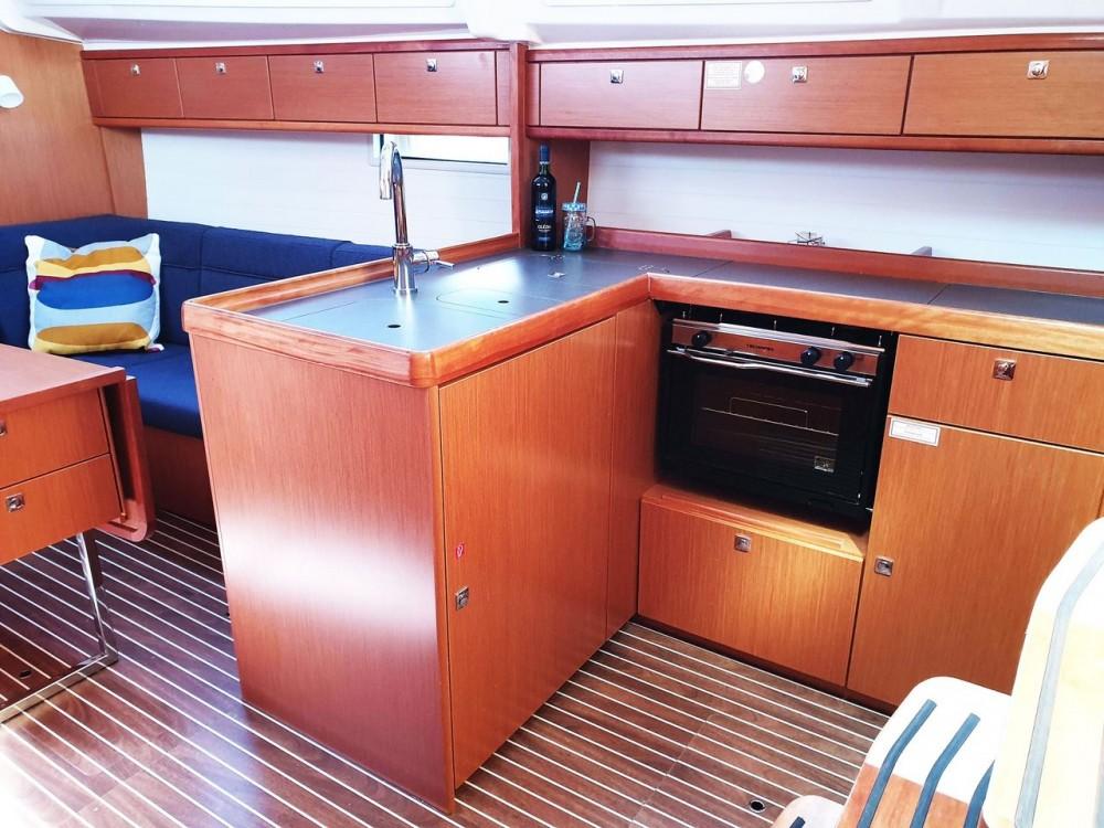 Bootverhuur Bavaria Bavaria Cruiser 37 - 3 cab. in Split via SamBoat