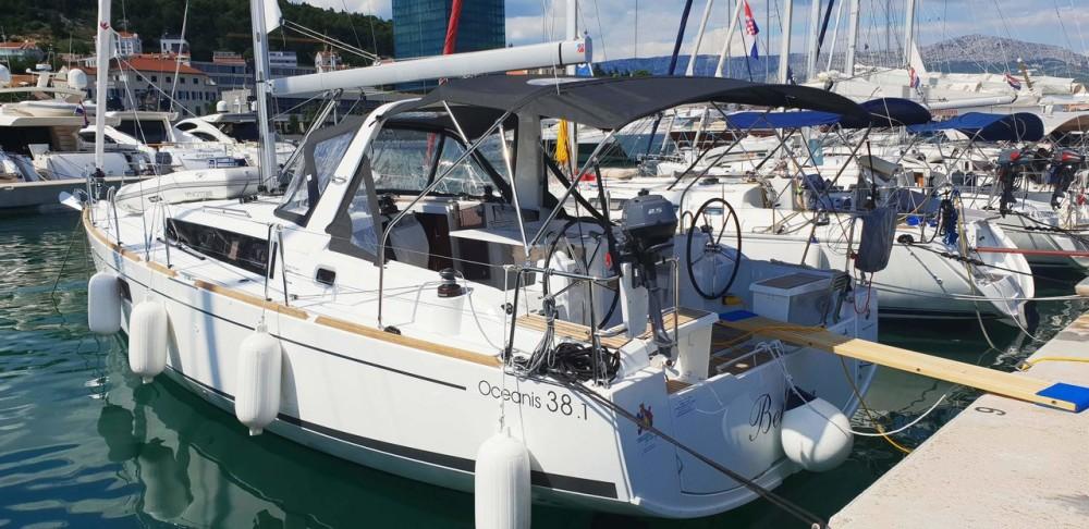 Huur een Bénéteau Oceanis 38.1 in Split