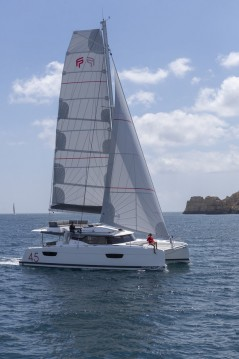 Verhuur Catamaran in Lávrio - Fountaine Pajot Elba 45