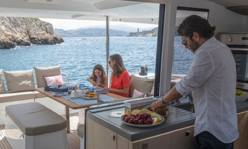 Fountaine Pajot Astrea 42 te huur van particulier of professional in Road Town