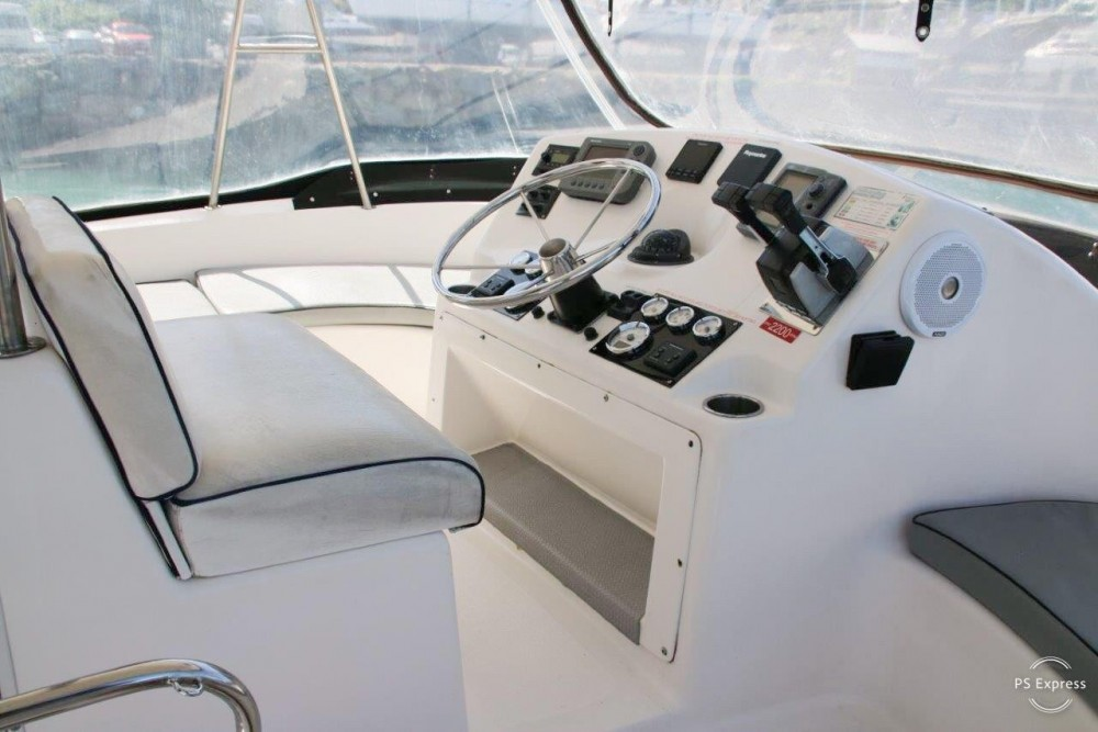 Huur een Boston Whaler Conquest 44 in Airlie Beach