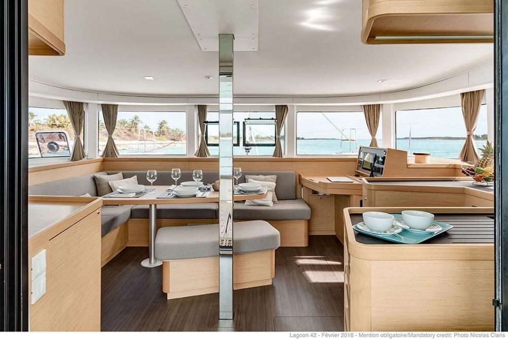 Huur Catamaran met of zonder schipper Lagoon in Peloponnese